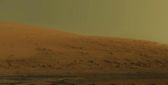 O Curiosity da NASA foi à procura de evidências de passado vive em Marte.  Ao longo do caminho, ele enviou algumas fotos realmente emocionantes da superfície de Marte de volta uma coleção que se uniram para produzir este incrível mosaico de 15.000 pixels de Monte da Sharp.  Imagem: NASA / JPL-Caltech / MSSS
