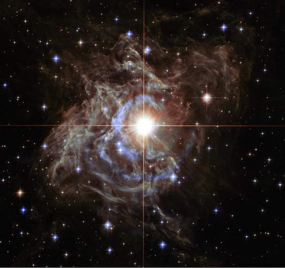 Um tiro surpreendente do Telescópio Espacial Hubble mostra uma estrela piscando conhecido como RS Puppis.  A estrela está envolta em gás e poeira.  Imagem: Imagem: NASA, ESA, e Hubble Heritage Team (STScI / AURA) Reconhecimento -Hubble/Europe Colaboração: H.  Bond (STScI e Pennsylvania State University)