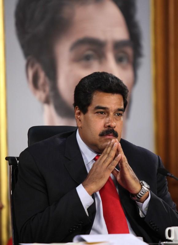 Las fuerzas anti-Maduro están actuando para desestabilizar y finalmente derrocar al gobierno de Maduro, que nunca ha sido vencer en las urnas. Los Estados Unidos no debe fomentar este proceso por medio de palabras o acciones, a la intemperie o en secreto.
