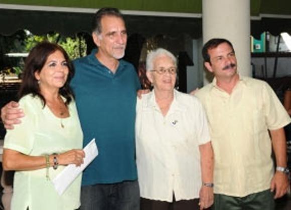 Graciela Ramírez, René González, la madre de Antonio Guerrero y Fernando González. Foto: Tomada de Prensa Latina.