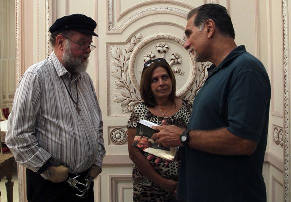 Padre Michael Lapsley, Vicepresidente del Consejo de Iglesias de Sudáfrica, Olga Salanueva y René González. Foto: Ladyrene Pérez/ Cubadebate.