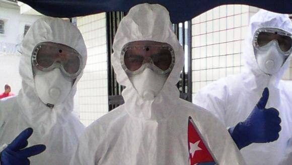 Médicos cubanos en Sierra Leona.