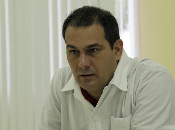 Luis Alberto Pérez López (Pinar del Río). Licenciado en Enfermería. Intensivista y especialista en Urgencias Médicas. Foto: Ismael Francisco/Cubadebate.