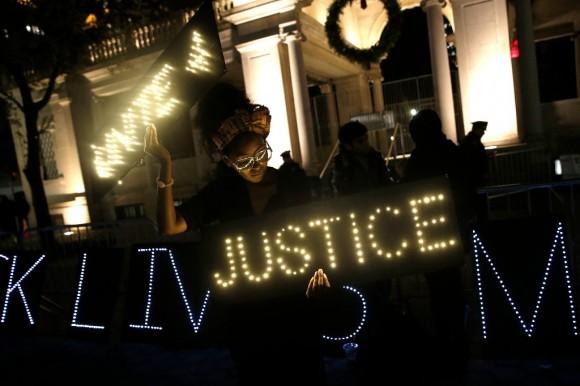 Estallan protestas en Ferguson14
