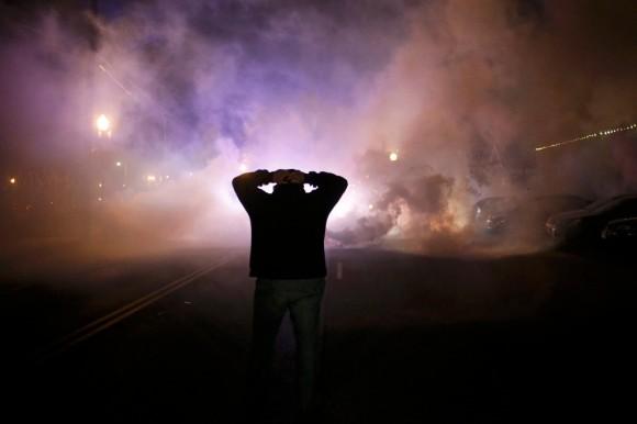 Estallan protestas en Ferguson16