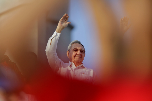 Raúl Castro durante el desfile por el 1ro de Mayo en La Habana. Foto: Ismael Francisco/ Cubadebate.