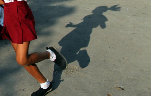 Una niña en la escuela durante su horario del receso. Foto: Ladyrene Pérez/ Cubadebate.