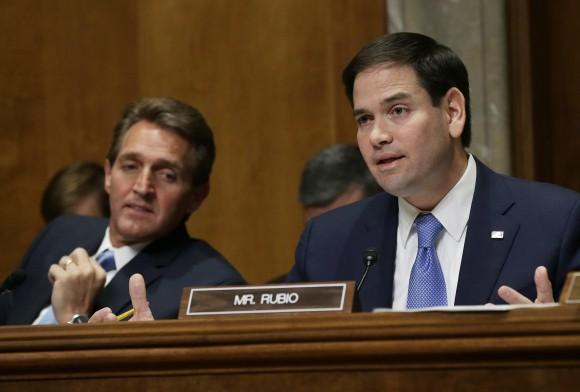 Jeff Flakes (izq.) y Marcos Rubio (der.) dos posiciones diferentes respecto a Cuba. Foto durante la reciente audiencia congresional sobre la nueva política de EEUU hacia Cuba.