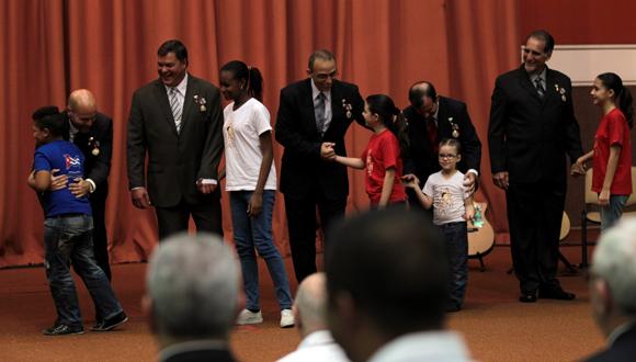 Niños de La Colmenita saludan a Los Cinco. Foto: Ladyrene Pérez/ Cubadebate.