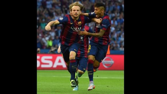 Rackitic y Neymar festejan el primer gol  en la Final de la Champions, 6 de junio de 2015. Foto: AFP