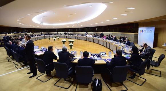 Ministros de Relaciones Exteriores y los funcionarios se sientan en el inicio de una Unión Europea y la Comunidad de América Latina y el Caribe (UE-CELAC) reunión de cancilleres de la Comisión Europea en Bruselas, Bélgica, el martes, 9 de junio de 2015. Los ministros de Relaciones Exteriores se reunió antes de la cumbre UE-CELAC unos líderes programado 10 al 11 junio. Foto: Emmanuel Dunand / AP.