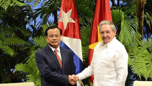 El General de Ejército Raúl Castro Ruz, Primer Secretario del Partido Comunista de Cuba y Presidente de los Consejos de Estado y de Ministros, recibió en horas de la noche del 18 de junio al miembro del Buró Político del Partido Comunista de Vietnam, Pham Quang Nghi, secretario de esa organización en la ciudad de Hanoi.