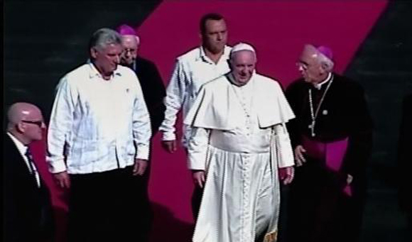Llega Papa Francisco a Holguin