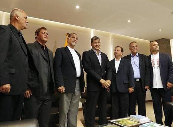 Rafael Correa agradece a héroes cubanos. Foto: PL