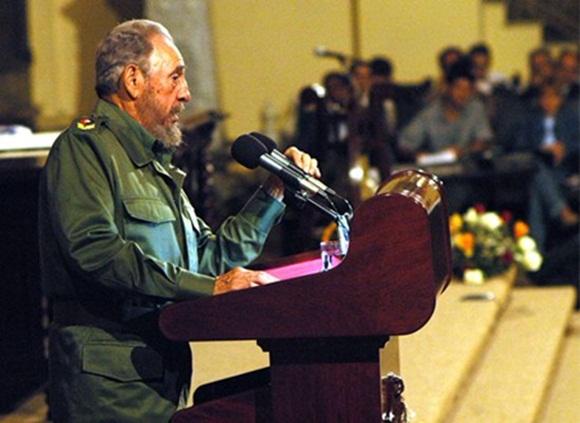 Fidel durante su histórico discurso ante los jóvenes de la Universidad de La Habana.