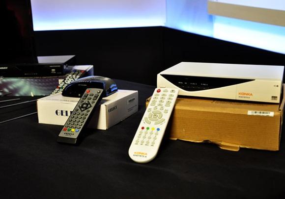 Diferentes modelos de cajas decodificadoras presentadas en la más reciente Mesa Redonda dedicada al tema.