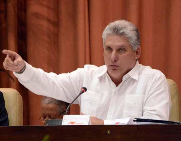 Intervención de Miguel Díaz Canel, durante la Primera Conferencia Nacional del Sindicato de Trabajadores de la Educación, las Ciencias y el Deporte (SNTECD), en el Palacio de Convenciones de La Habana. Foto: Yaciel Peña de la Peña / ACN