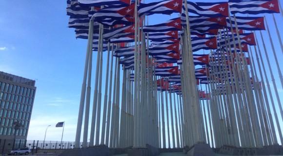 El Monte de la Banderas, frente a la Embajada de Estados Unidos en La Habana, este 31 de diciembre. Foto: @guaguap11