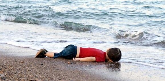 La foto de un niño muerto, símbolo del drama de los refugiados. Foto: Reuters.