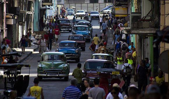 Los boteros son los únicos que brindan una oferta viable para trasladarse rápido en La Habana. Foto tomada de Cubahora.