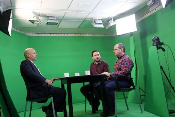 Gerardo junto a periodista de Canaria Semanal. Foto: Canaria Solidaridad.