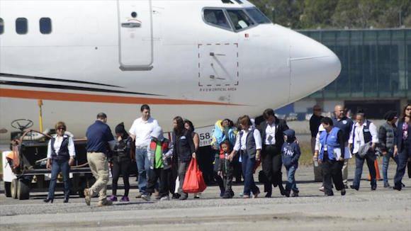 Un grupo de guatemaltecos deportados por Estados Unidos llega al país centroamericano, 6 de enero de 2016. Foto: AP