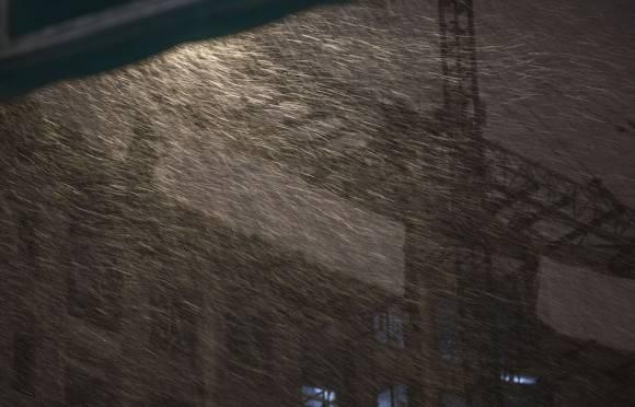 Una mezcla de nieve, nevisca y lluvia azota la ciudad, en una zona que apenas emerge de fríos récord para febrero. El Servicio Nacional de Meteorología dijo que va a nevar en muchas áreas antes del arribo de la lluvia. Foto: Ismael Francisco/ Cubadebate