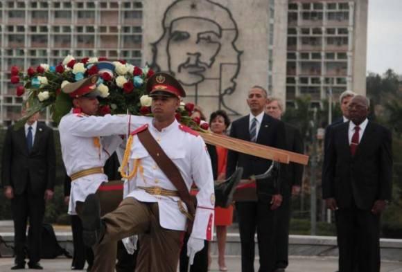 Obama rinde homenaje a José Martí. Foto tomada de Granma.
