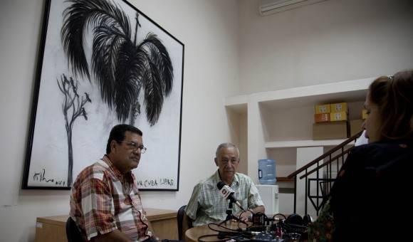 Fernando Martínez Heredia y Jesús Arboleya en transmisión de podcast desde Cubadebate, este miércoles. Foto: Ismael Francisco/ Cubadebate