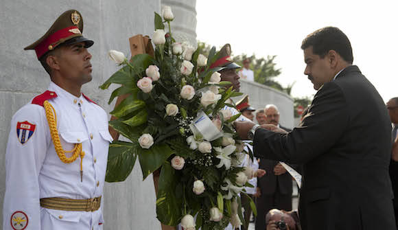 Ofrenda floral a Martí. Foto: Ismael Francisco/ Cubadebate