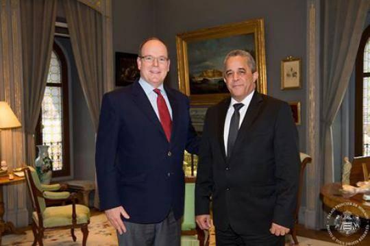 El príncipe Alberto II recibió en su palacio al Embajador cubano, Héctor Igarza. Foto tomada de CubaMinrex.
