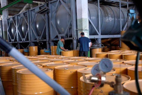 En la planta de beneficio se procesa el 70 por ciento de la miel de Cuba. Foto: Montos.