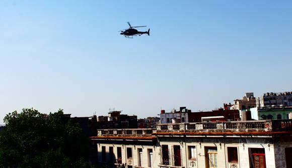 El helicóptero filma en los municipios de Habana Vieja, Centro Habana y Plaza de la Revolución. Foto: José Raúl Concepción/ Cubadebate.