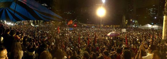 Las calles se repletan para mostrar el desagrado con el golpe a Dilma. Foto:  @DilmaBolada.