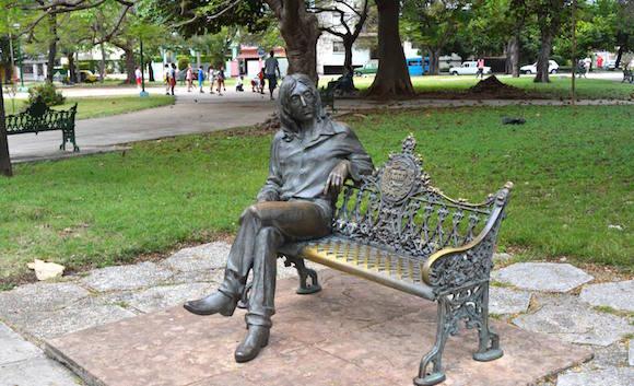 Estatua de John Lennon en un parque de La Habana. Foto: Cubadebate