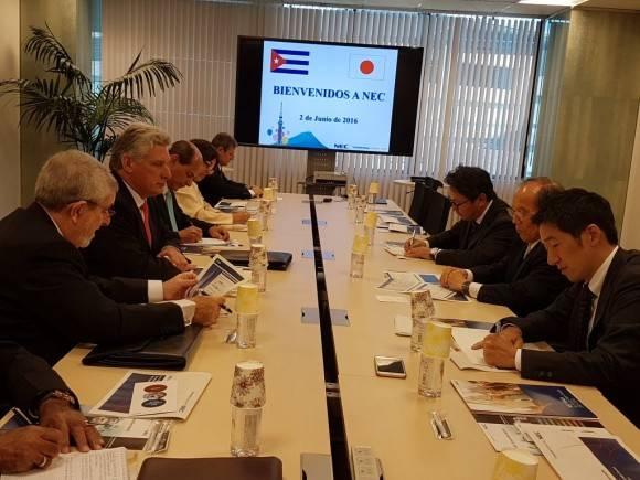 Díaz Canel visita la NEC Corporation.  Foto: Cuenta en Twitter de Rogelio Sierra, Viceministro del MINREX