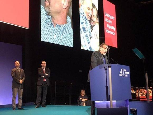 René González se dirige a los diputados británicos. Foto: Cuba Solidarity Campaing/ Facebook.