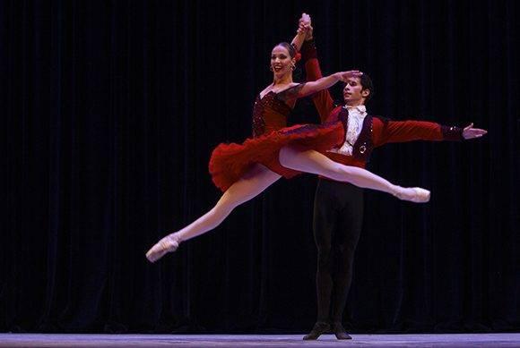 Ginnet Moncho y Adrián Masvidal del Ballet Nacional de Cuba en Pax de Deux de Don Quijote. Foto: Ladyrene Pérez/ Cubadebate.