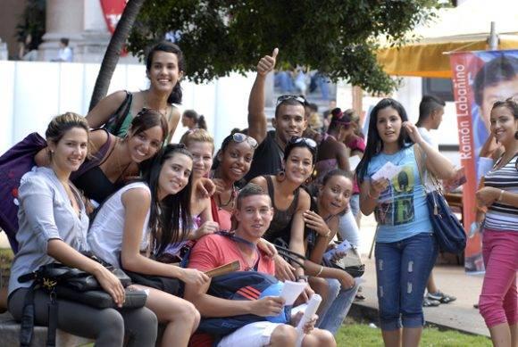 Jóvenes cubanos. Foto tomada de Radio Cadena Agramonte.