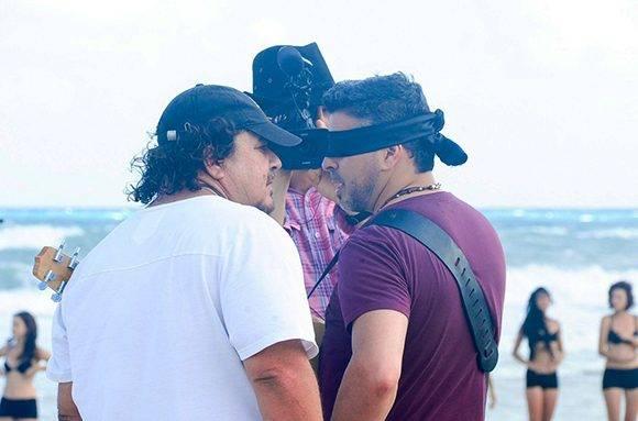 """El primer video clip de Alejandro Pérez con un artista extranjero fue """"Descontrólame"""" del nicaragüense Luis Enrique (der.). Foto tomada de Creale."""