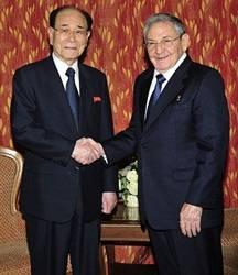 Dialoga Raúl Castro con líder parlamentario norcoreano. Foto: archivo.