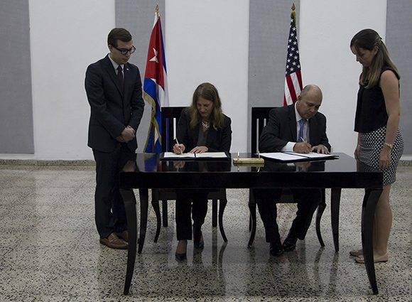 La secretaria de Salud de EE.UU. y el ministro de Salud Pública de Cuba firman el memorando de entendimiento para el control del cáncer. Foto: Ladyrene Pérez/ Cubadebate.