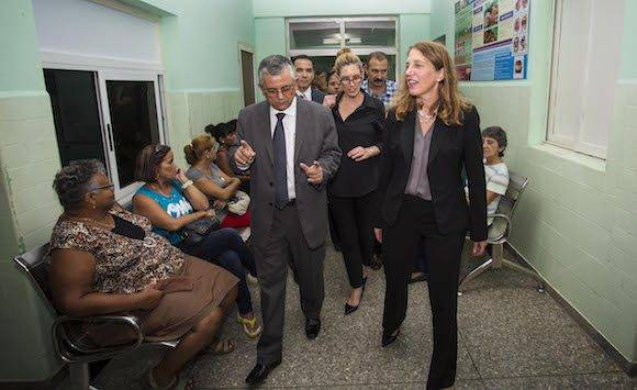 United States Secretary of Health and Human Services Sylvia Burwell, right, visits the Vedado Policlinic during a visit in Havana, Cuba, Thursday, Oct. 20, 2016. Burwell is on an official visit to Cuba. (AP Photo/Desmond Boylan, Pool)