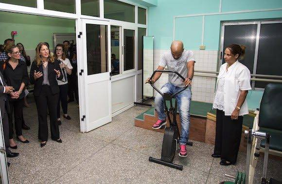 United States Secretary of Health and Human Services Sylvia Burwell, second from left, visits the rehab gym at the Vedado Policlinic during a visit in Havana, Cuba, Thursday, Oct. 20, 2016. Burwell is on an official visit to Cuba. (AP Photo/Desmond Boylan, Pool)