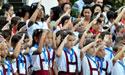 Estudiantes saludan la bandera y cantan el himno nacional el lunes 5 de septiembre de 2011, durante el acto de inauguración del curso escolar 2011-2012 en un centro educativo de La Habana (Cuba)