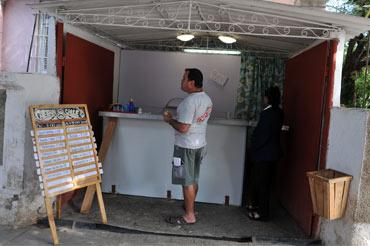 Una pequeña cafetería de propietarios privados en La Habana