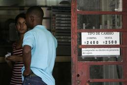 Casa de cambio en La Habana. (REUTERS)