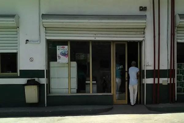 Cupet, en Infanta y San Rafael, una sola puerta abierta dificulta la entrada