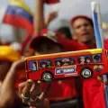 DECENAS DE MILES DE CHAVISTAS COLAPSAN CARACAS EN CIERRE DE CAMPA—A DE MADURO