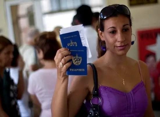 Cubanos tendrán que renovar su pasaporte para poder entrar a la Isla